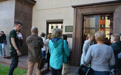 БелПраўда: 30 человек пикетировали администрацию президента